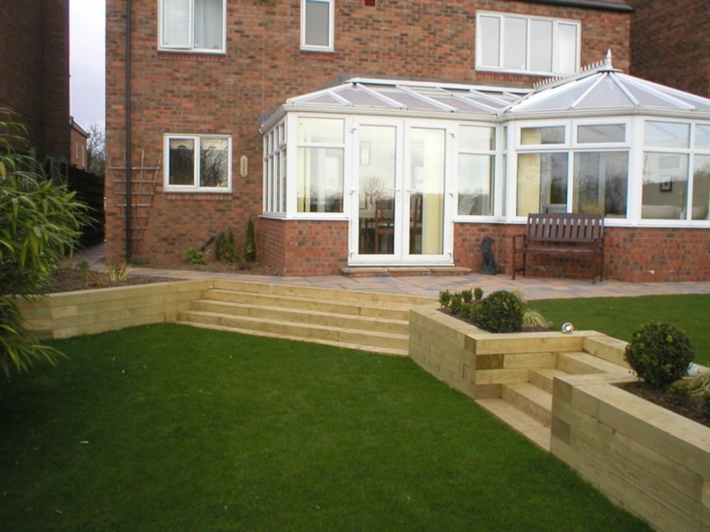Split level small garden home decor for Small split level garden ideas